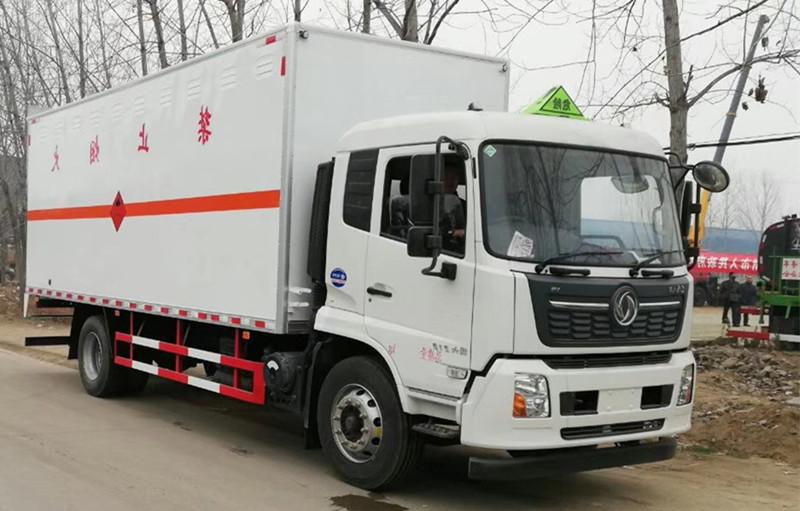东风国六天锦三类易燃液体厢式运输车